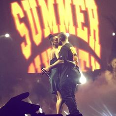 Drake professed his love for Rihanna during the MTV VMA awards recently and managed to win everyone's hearts including Riri's. The Work singer made. Rihanna E Drake, Rihanna News, Rihanna Fenty, Mtv, Summer Sixteen Tour, Drake Wallpapers, Drake Graham, Aubrey Drake, Love Always Wins