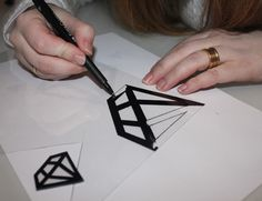 tuto pour faire ce diamant en plastique fou - DIY jewelry in shrink plastic