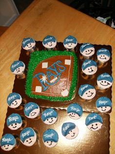 Baseball Team Party Cupcakes...cute!