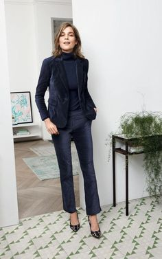 34 Stylish Blazer Outfits For Business Women, Pick a top with a lacy neckline if it's appropriate. If you would like to wear a dress to a smart casual event, you ought to choose one that's appropr. Black Heels Outfit, Estilo Tomboy, Blazer Outfits For Women, Navy Outfits, Velvet Outfits, Summer Outfits, Black Velvet Jacket, Blue Velvet, Velvet Suit