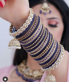 Antique Jewellery Designs, Fancy Jewellery, Stylish Jewelry, Fashion Jewelry, Bridal Jewellery Inspiration, Indian Bridal Jewelry Sets, Bridal Bangles, Anklet Designs, Jewelry Design Earrings