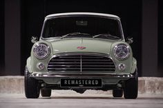 A man by the name of David Brown seems to like remastering old, classic British cars. Awhile back, he did it with a Jaguar XKR and made it look like an Mini Cooper S, Cafe Racers, Monte Carlo, Classic Mini, Classic Cars, Jaguar, Minis, Porsche, Console Centrale