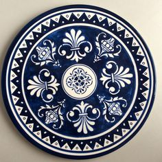 lindo prato feito em cerâmica e pintado a mão. 100% artesanal