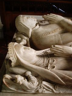 Sir William Smythe & two wives. 16th Century Clothing, Upper Crust, Renaissance Jewelry, Second Wife, Throne Of Glass, Effigy, Memento Mori, Illuminated Manuscript, Middle Ages