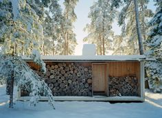 Ralph Erskine - Lådan (The Box), the architect's own retreat, South Stockholm, 1942 - Firewood Box - build a shed with a front like this to store wood Wood Shed, Alvar Aalto, Cabins In The Woods, The Great Outdoors, Tiny House, Architecture Design, Pergola, Cottage, House Design