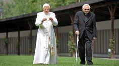 Georg Ratzinger erinnert sich, wie sein Bruder Papst wurde *** BILDplus Inhalt *** http://www.bild.de/bild-plus/politik/ausland/papst-benedikt/als-mein-bruder-papst-wurde-40577822,var=a,view=conversionToLogin.bild.html