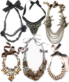 Ribbon-tied necklaces are accessories that can be easily made with the right materials. DIY!