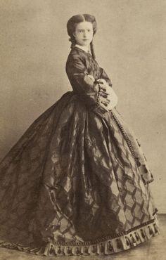 Queen Maria Pia of Portugal Victorian Era, Victorian Fashion, Vintage Fashion, Victorian Photos, Antique Photos, Portuguese Royal Family, Portraits Victoriens, Adele, Civil War Dress