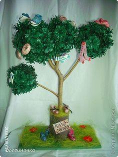 Вот такое чудо-дерево мы сделали с сыном на выставку поделок из природного материала. Как у наших у ворот Чудо-дерево растёт. Чудо, чудо, чудо, чудо    Расчудесное! Не листочки на нём, Не цветочки на нём, А чулки да башмаки,    Словно яблоки!