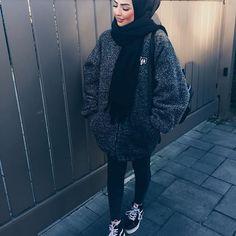 Trendy Winter Hijab Outfits You Will Love Modern Hijab Fashion, Street Hijab Fashion, Hijab Fashion Inspiration, Islamic Fashion, Muslim Fashion, Fashion Outfits, Black Hijab, Moslem, Outfit Look