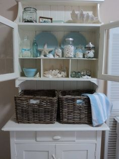 the beach and shell decor would look great in our guest bath, perfect color.