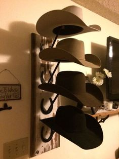 For those of you who need some hat rack ideas more than anyone, I believe you are in love with caps and hats. You must be one of those hats and caps collector . Find and save ideas about Hat racks, Hat hanger, Diy hat rack in this article. Cowboy Hat Rack, Mens Cowboy Hats, Mode Country, Diy Hat Rack, Wall Hat Racks, Wall Hooks, Western Bedroom Decor, Cowboy Home Decor, Country Western Decor