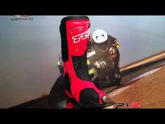 TCX RS2 Evo boots in red/black, HD Video