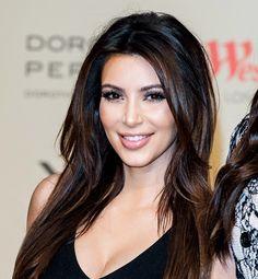 Pin on Kardashian makeup Pin on Kardashian makeup Black Hair With Highlights, Hair Highlights, Kim Kardashian Hair, Kardashian Family, Kardashian Style, Burgendy Hair, Luscious Hair, Brunette Hair, Pretty Face
