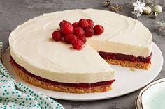 Here's our luscious no-bake cheesecake version of a festive favourite.  Our No-Bake Cranberry-White Chocolate Cheesecake, made with chocolate, cream cheese, cranberries and jelly powder is a must-try dessert recipe!
