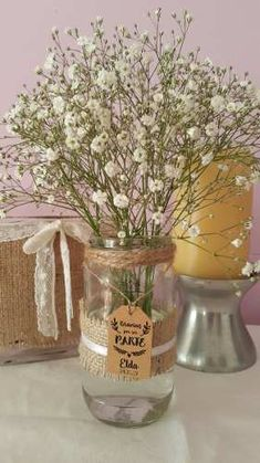 frascos decorados con flores naturales. centros de mesa Rehearsal Dinner Decorations, Wedding Decorations, Table Decorations, Crafts With Glass Jars, Hippie Party, Ideas Para Fiestas, Wedding Crafts, Rustic Wedding, Glass Vase