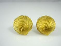 Classic Crown Trifari Gold Tone Clip On Sea Shell Earrings #CrownTrifari #Clipon