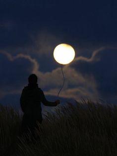 『満月の今日にふさわしいアート写真』