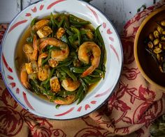 Shrimp with Bean Sauce. Shrimp with Bean Sauce.It is a popular Indo Chinese (peranakan) home-cooked dish in Indonesia Seafood Recipes, Cooking Recipes, Indonesian Cuisine, Spinach, Delish, Beans, Food And Drink, Dishes, Vegetables
