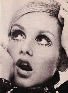 Twiggy - forever an icon Estilo Twiggy, Estilo Retro, 70s Icons, Style Icons, New Fashion Trends, Fashion Models, Nail Fashion, 1960s Fashion, Vintage Fashion
