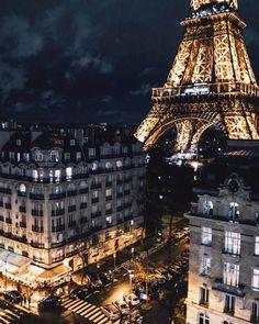 """294.2 mil Me gusta, 1,699 comentarios - BEAUTIFUL DESTINATIONS (@beautifuldestinations) en Instagram: """"Lighting up Paris 🌟 (📷: @sezyilmaz)"""""""