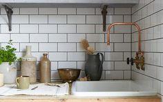 Grifería hecha con tubería de cobre. Idea para el lavadero para hacer el mezclador!. Faucet made from plumbing parts- Remodelista: Sourcebook for Considered Living