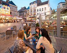 Hasselt is de hoofdstad van de smaak! Er zijn zeer veel goede restaurants in het centrum van Hasselt. Op de grote markt zijn veel restaurants met verschillende verwarmde terrassen die lekker eten serveren tegen een goede prijs.