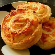 Sonkás-sajtos tekercs II. Recept képpel - Mindmegette.hu - Receptek Cranberry Muffins, Muffins Blueberry, Morning Glory Muffins, Donut Muffins, Ketogenic Recipes, Vegan Recipes, Snack Recipes, Zucchini Muffins, Quick Snacks