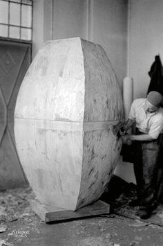 Constantin Brâncusi's Endless Column Restored to Glory Outdoor Sculpture, Modern Sculpture, Constantin Brancusi, New Interior Design, Mark Rothko, Retro Aesthetic, Land Art, Ceramic Artists, Art Plastique