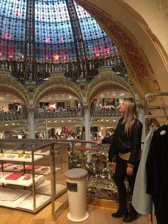 Viagem a Paris para inspiração e pesquisa de tendência, 2015.