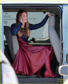 Melissa Benoist Supergirl   Melissa Benoist Spends Her 'School Night' Playing Mario!   melissa ...