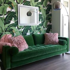 Green Living and Our Health Living Room Green, Green Rooms, Living Room Sofa, Living Room Furniture, Living Room Decor, Bedroom Decor, Green Velvet Sofa, Interior Design, Decoration