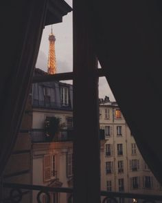 Jamie Beck   7th Arrondissement, Paris. - GIRL IN THE PARK