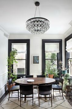 Not sure why I'm pinning this - I guess I like the idea of an extra eating space, full of light?