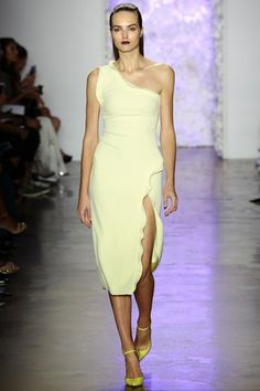 See the complete Cushnie et Ochs Spring 2016 Ready-to-Wear collection.