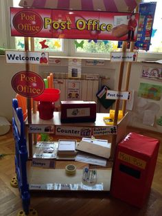 Role play area - post office wrap parcels and decorate with libe pattern Dramatic Play Themes, Dramatic Play Area, Dramatic Play Centers, Play Based Learning, Learning Through Play, Learning Centers, Play Corner, Corner House, Corner Space