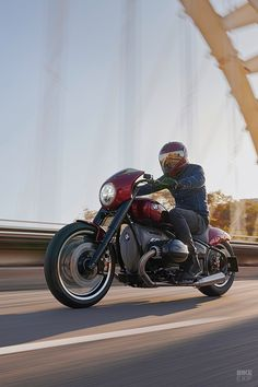 It's interesting to note that while Harley-Davidson is turning its focus away from heavyweight cruisers, BMW is heading in the opposite direction. At the EICMA show, all eyes were on the latest R18 /2 concept, a cruiser slated to go into production next year.