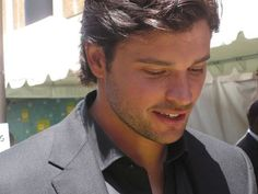 Tom Welling...I almost cried seeing this! He's just gorgeous...I can't even talk...I love him...oh goodness