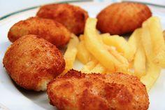 Croquetas de pollo - Chicken croquettes Spanish style, i. with creamy bechamel inside Ham Croquettes Recipe, Chicken Croquettes, Tapas, Pollo Chicken, Cuban Recipes, Spanish Recipes, Ham Recipes, Spanish Food, Vegetarian