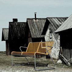"""Hanne Ebbesen på Instagram: """"Le banc rétro LIDO by FIAM, fait par le désigner Torsteinsen Design. Inspiré des bancs extérieurs des années 50. #fiam #fiamlido #retro #rétro #banc #bancdejardin #jardin #terrasse #outdoor #outdoordesign #outdoordeco #déco #décoration #designscandinave #norwegiandesign #madeinitaly #gardeninspo #gardenfurniture #jardindesign #vivredehors #mobilierdesign @halo_concept"""" Outdoor Chairs, Outdoor Furniture, Outdoor Decor, Halo, Decoration, Armchair, Traditional, Wood, Patio"""