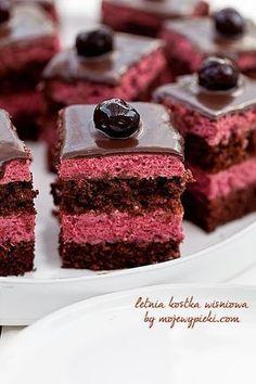 Chocolate cake with cherry cream Sweet Like Chocolate, Chocolate Cherry Cake, Chocolate Donuts, Chocolate Desserts, Chocolate Chip Cookies, Polish Desserts, Polish Recipes, Mini Desserts, Delicious Desserts