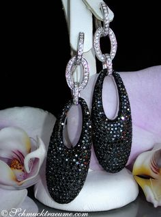 Glamorous: Huge Black & White Diamond Earrings, 6,83 cts. WG-14K -- Find out: schmucktraeume.com - Like: https://www.facebook.com/pages/Noble-Juwelen/150871984924926