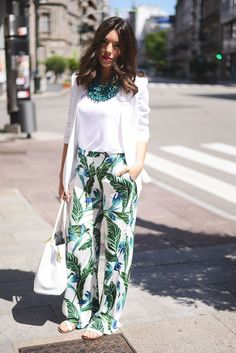 Mode palazzo-pant-suit 28 Modern ways to Wear Palazzo Pants with other Outfits You should start by t Casual Work Outfits, Classy Outfits, Trendy Outfits, Summer Outfits, Modern Outfits, Tropical Outfit, Tropical Fashion, Fashion Mode, Hijab Fashion