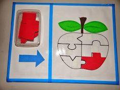 Pode ser feito sinal de Adição e Subtração, e colocar na barriga do boneco  Feito com cartela de ovos e botões colorid...