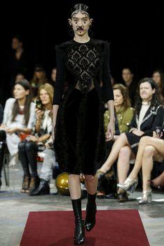 La entrevista feminista de Emma Watson, la pelea de Naomi y Cara, 'Zoolander' en Valentino y además, las cosas favoritas de este 'fashion month' de la redacción de Vogue.es, las claves de Saint Laurent, Rihanna nueva imagen de Dior y el resto de noticias de #moda de la semana.