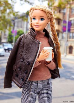 Barbie in nice clothes Sewing Barbie Clothes, Barbie Dolls Diy, Barbie Fashionista Dolls, Barbie Doll House, Barbie Life, Barbie Dress, Celebrity Barbie Dolls, Barbie And Ken, Barbie Tumblr