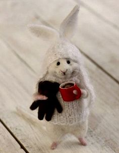 50 DIY Christmas Decorations Easy and Cheap These trendy Home Decor ideas would gain you amazing compliments. Check out our gallery for more ideas these are trendy this year. Needle Felted Animals, Felt Animals, Cute Animals, 50 Diy Christmas Decorations, Christmas Diy, Wet Felting, Needle Felting, Felt Bunny, Felt Mouse