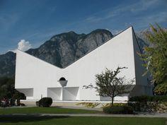 Emmauskirche in Völs, Austria, by Josef Lackner - Pin Coffee Concrete Architecture, Sacred Architecture, Church Architecture, Modern Church, Roof Structure, Austria, Facade, Cool Photos, German