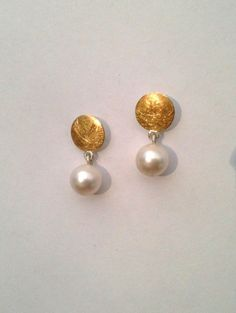 bridal jewelry pearl and crystal Jewelry Design Earrings, Gold Earrings Designs, Gold Jewellery Design, Ear Jewelry, Necklace Designs, Bridal Jewelry, Silver Earrings, Pearl Earrings, Jewelry