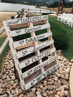 7 Amazing DIY Sign Ideas For Your Wedding 2
